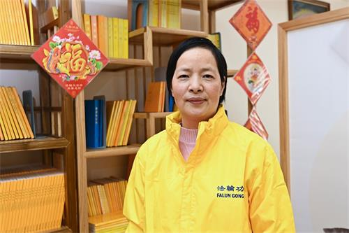 '图2:乳癌末期的陈小姐于生命垂危、绝望之际幸遇大法,感谢师尊再造之恩。'